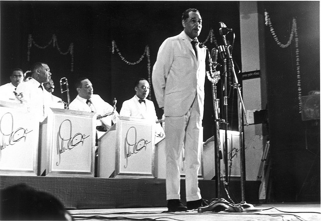 Duke Ellington introduces his troupe before the concert at Rangh Bhawan in Bombay on October 10, 1963.