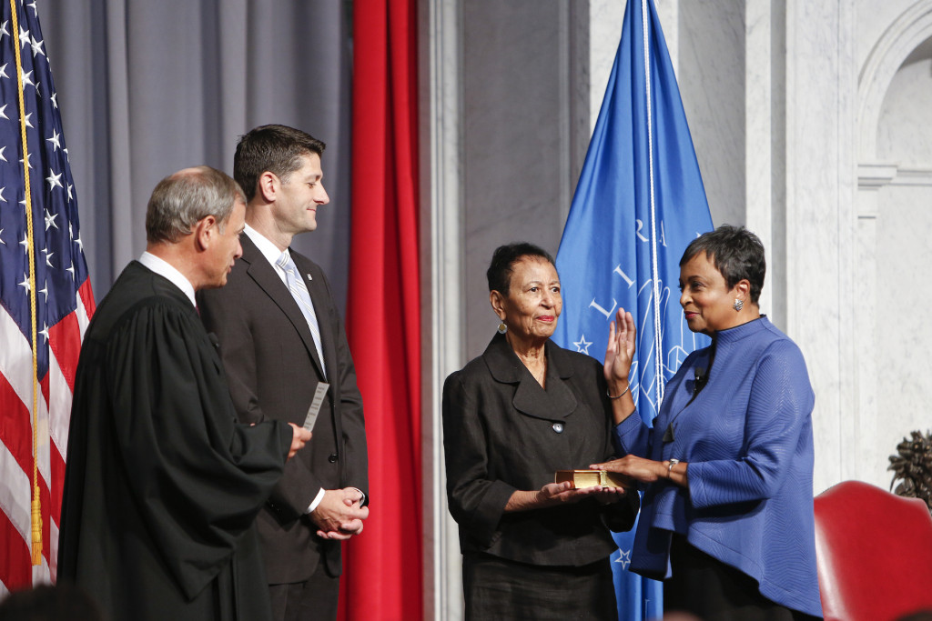 Chief Justice John G. Roberts, Jr., administers the oath of office to Carla Hayden, 14th Librarian of Congress, along with Speaker of the House Paul Ryan and Hayden's mother, Ms. Colleen Hayden.