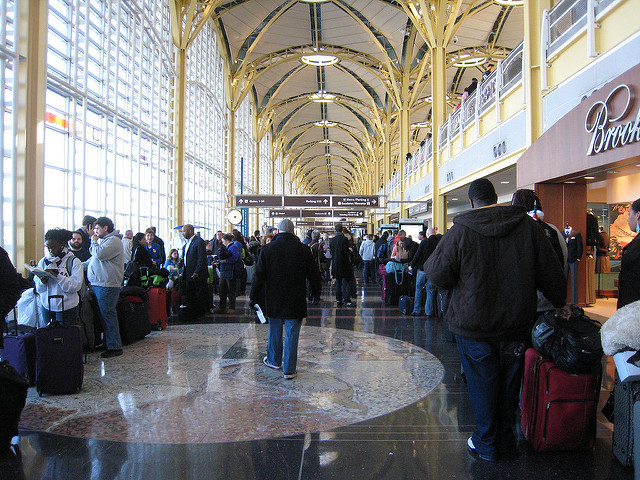 People wait in lines at Reagan National.