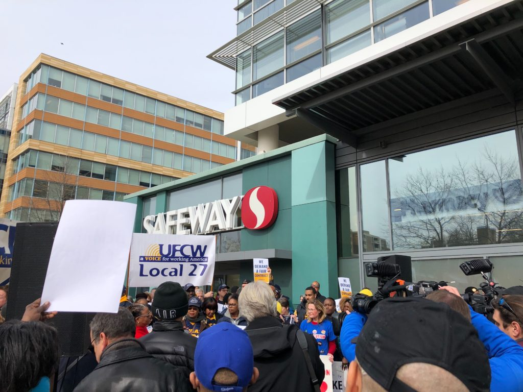 Safeway and Giant workers rally for a fair contract in Southwest DC